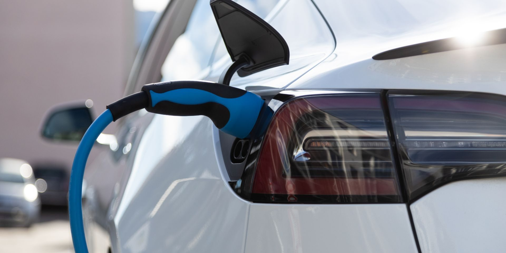 ev-electric-car-pluged-charging-at-a-recharge-stat-C9MCD4W